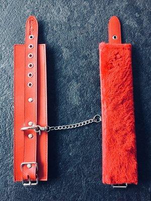Cuffs Faux Furr Red